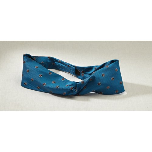Nucleus Twisted Ascot